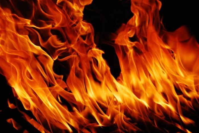 На пожаре на улице Затинной пострадали люди