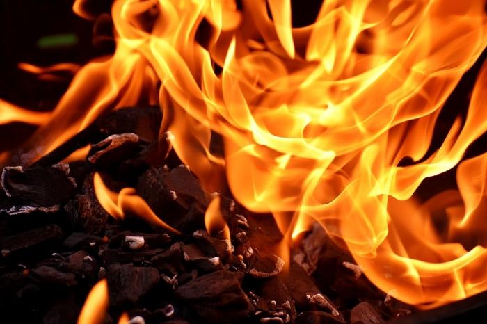 В Захаровском районе сгорела баня