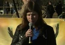 Дина Гарина на митинге 15.03.2015. Кадр видео с youtube-канала NevexTV