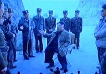 Ким Чен Ын с военными на полигоне Пукчхан. Источник: thediplomat.com