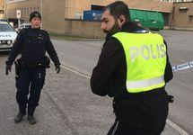 Полицейские у метро Ворбю-Горд после взрыва. Фото: svt.se