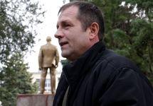 Владимир Балух у суда. Фото: krymr.com