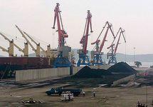 Погрузка угля в северокорейском порту. Фото: sdelanounas.ru