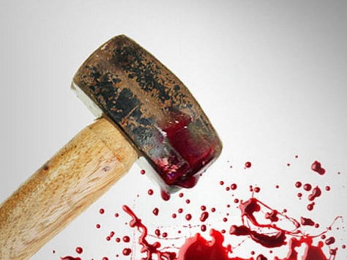 В Казахстане 77-летний старик прикончил своего сына кувалдой