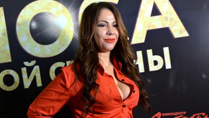 Елена Беркова заинтриговала своих подписчиков, поздравляя с Новым годом