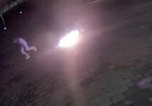 Неудавшийся поджог памятника Ельцину. Кадр камеры видеонаблюдения