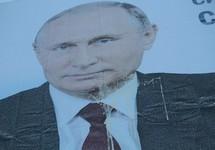 Серов: билборд с портретом Путина, забросанный яйцами. Фото: serovglobus.ru
