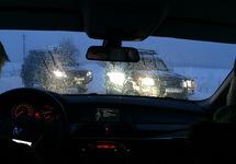 """УАЗы """"Зубра"""" преграждают дорогу журналистам. Источник: mbk.media"""