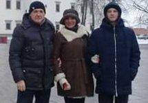 Игорь Стенин с женой и сыном в Вильнюсе. Фото с ВК-страницы Елены Стениной-Гребенюк