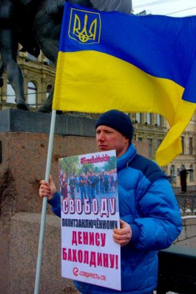 В Петербурге активисту Нелаеву во время пикета угрожали ножом