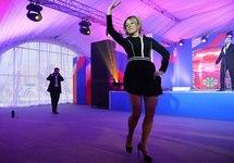 "Мария Захарова пляшет ""Калинку"". Кадр видео Life"