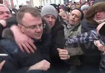 Евгений Гаврилов и протестующие. Кадр RTVI