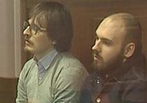 "Антон Головырцев (слева) и Николай Мотовилов в суде. Кадр ""Вестей"""