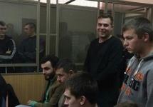 В клетке - Андрей Безуглов и Руслан Павлюк, стоят Александр Вишняков и Сергей Корнеев. Фото: 161.ru