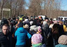 Протест у свалки Непейно. Фото из Твиттера Ирины Кочубей
