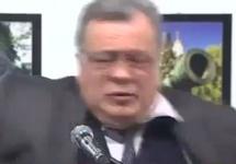 Андрей Карлов в момент расстрела террористом. Кадр видео с youtube-канала Medyascope.tv