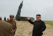 "Ким Чен Ын на фоне ракеты ""Мусудан"". Фото: rodong.rep.kp"