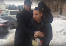 Нападение на Бориса Золотаревского. Кадр видео Михаила Урванцева