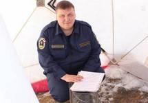 Андрей Холтосунов в палатке у пожарной части. Фото: news.ykt.ru