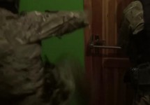 Полярный: спецназовцы ломятся к свидетелям Иеговы. Кадр видео СКР