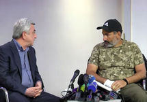 "Встреча Сержа Саргсяна (слева) и Никола Пашиняна. Кадр ""Радио Свобода"""