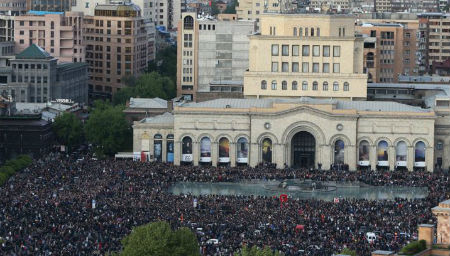 Армения: после задержания лидеров оппозиции протесты продолжаются