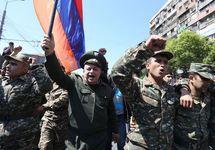 Военные на марше студентов в Ереване. Фото: photolure.am