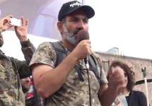 "Никол Пашинян на митинге в Иджеване, 28.04.2018. Кадр трансляции ""Радио Азатутюн"""