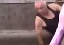 Аслан Иритов, поваленный силовиками. Кадр видео