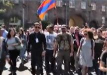 Акция протеста в Ереване, 02.05.2018. Кадр трансляции