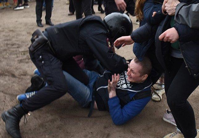 Петербург: Цакунов, избитый во время антипутинской акции, арестован до 5 июля