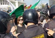 """Задержания на Сахарова. Кадр """"Граней"""""""
