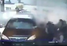 Взрыв у штаб-квартиры полиции в Сурабае. Кадр камеры видеонаблюдения