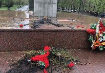 Мемориал после поджога. Фото: chelyabinsk.74.ru