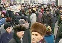 Митингующие пенсионеры. Фото с сайта Newsru.com