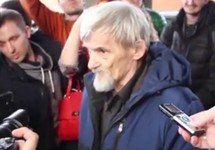 """Юрий Дмитриев после приговора. Кадр видео """"7×7"""""""