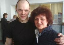 Дмитрий Борисов с матерью после освобождения. Фото Аллы Фроловой
