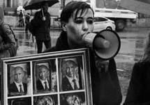 Варвара Михайлова на первомайской демонстрации. Фото из личного твиттера (@BukvaCe)