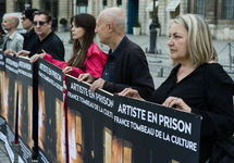 Пикет на Вандомской площади в поддержку Петра Павленского. Фото: Реми Субанэр