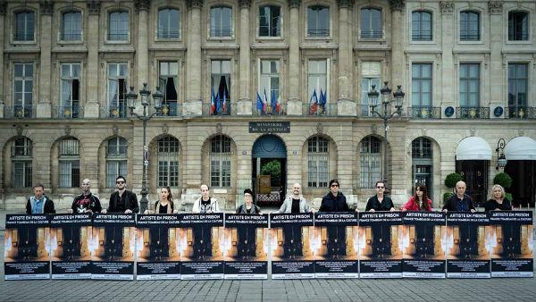 В Париже прошла акция за освобождение Павленского