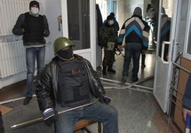 Террористы в донецком главке СБУ. Фото: ostro.org