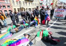 """Акция у Аничкова моста. Фото: """"ЛГБТ-инициатива"""""""