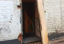 """Взломанная дверь в московский штаб """"Другой России"""". Фото Марии Алехиной, источник: zona.media"""
