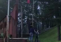 """Инцидент со """"знаменем победы"""" в Сковородине. Кадр видео с ВК-страницы """"Подслушано - Сковородино"""""""