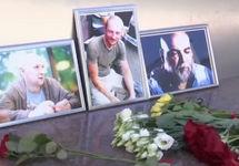 Фото Джемаля, Расторгуева и Радченко у Центрального дома журналиста. Кадр RTVi