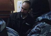 Марлен Мустафаев под конвоем в суде. Источник: krymr.com