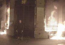 Акция Петра Павленского в Париже. Фото: Сара Константэн