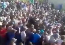 """Протестующие в Кёнделене. Кадр видео """"Кавказского узла"""""""