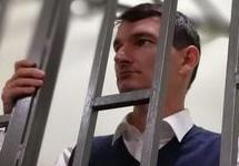 Арестованного главреда «БлогСочи» Валова привезли в суд с резаной раной шеи