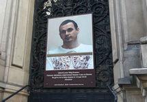 Во Франции накануне приезда Путина десятки знаменитостей потребовали освободить Сенцова